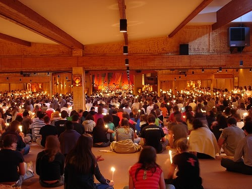 Versoehnungskirche die Kirche mit Gottesdienst Nacht der Lichte Taize