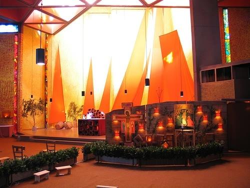 Versoehnungskirche die Kirche mit Gottesdienst und Lieder Taize