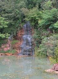 Quelle Tal der Stille Source St Etienne Wasserfall Taize
